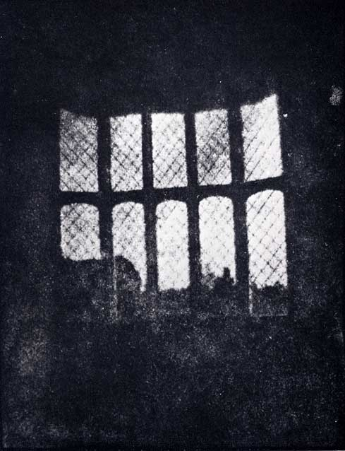 Latticed window a Lacock Abbey. 1835. Il primo negativo di Talbot e della storia della fotografia